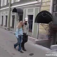 Teen girl gives head to the stranger